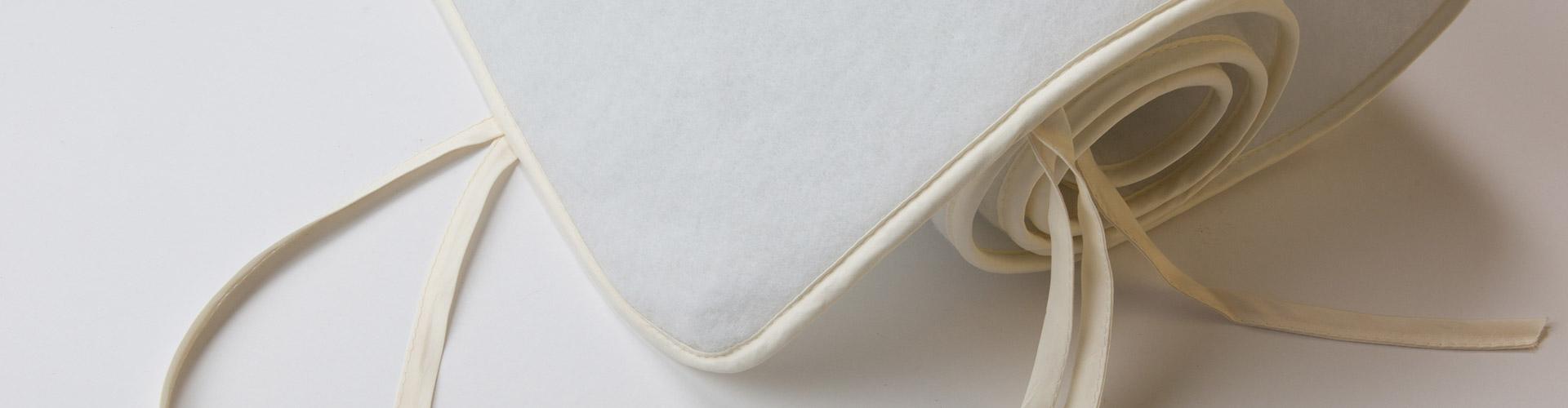 Coprirete in feltro con laccetti